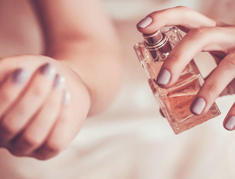 How to apply perfume and what are the different categories in perfumery?